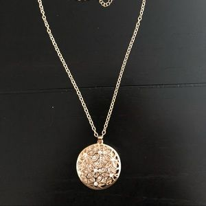 Jewelry - *Moving Sale* Crystal flower pendant necklace